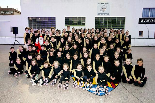 Foto de familia de los integrantes del club (Fotos: Cristina Barber - deportesmenorca.com)
