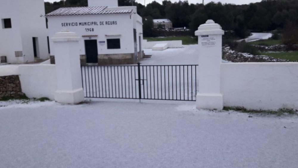 Imagen de la nieve que ha cuajado en Alaior.