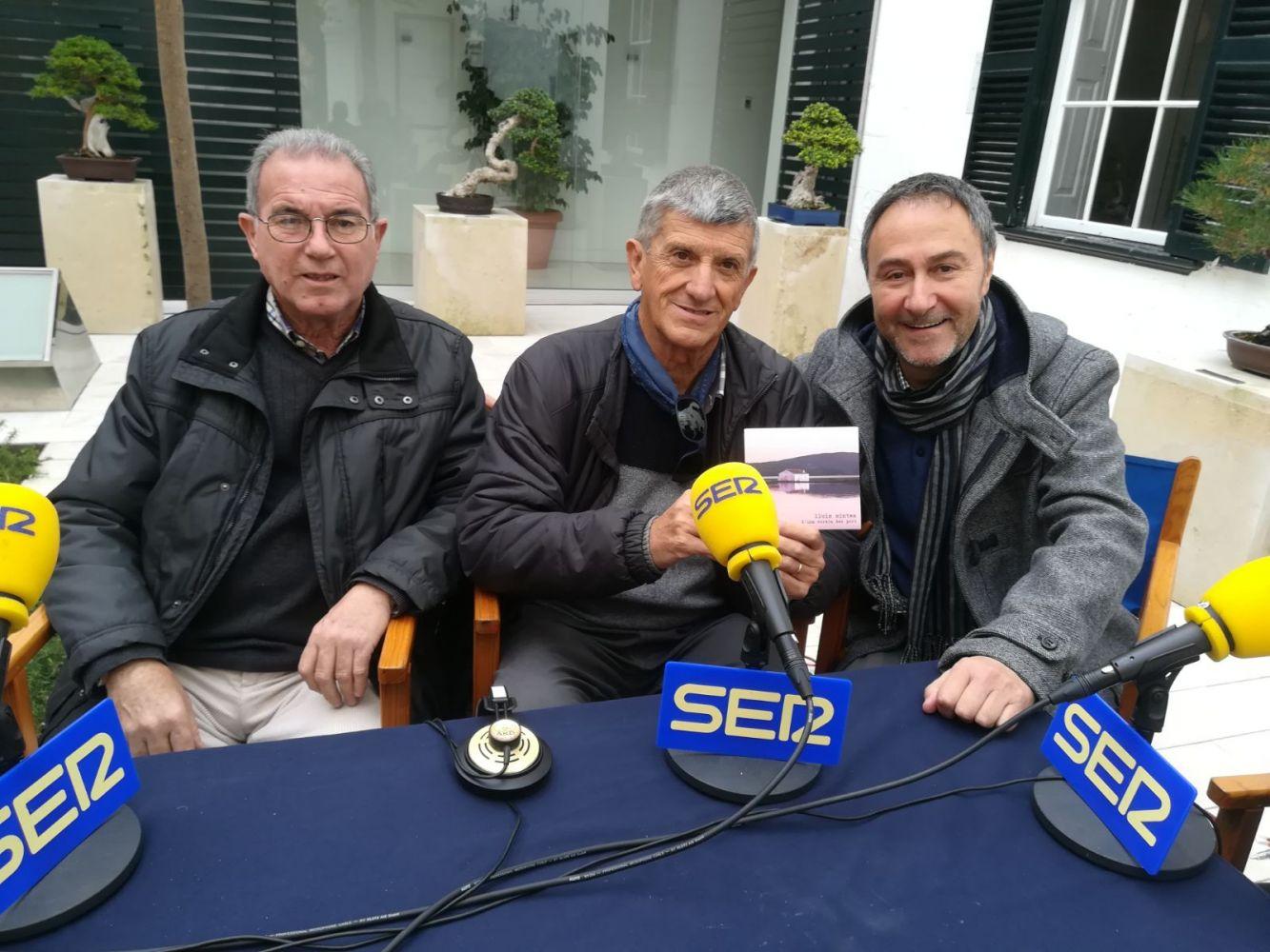 El cantante dio a conocer su nuevo trabajo en un programa especial de Ràdio Menorca.