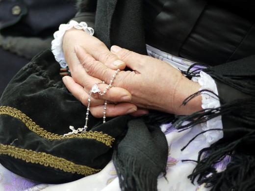 La gente mayor es más religiosa