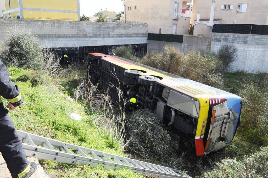 Imagen del autobús accidentado (Foto: Tolo Mercadal)