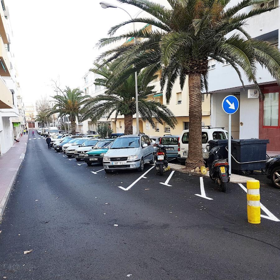 Aparcamientos en una calle adyacente a la Avinguda Menorca (Foto: Ajuntament de Maó)