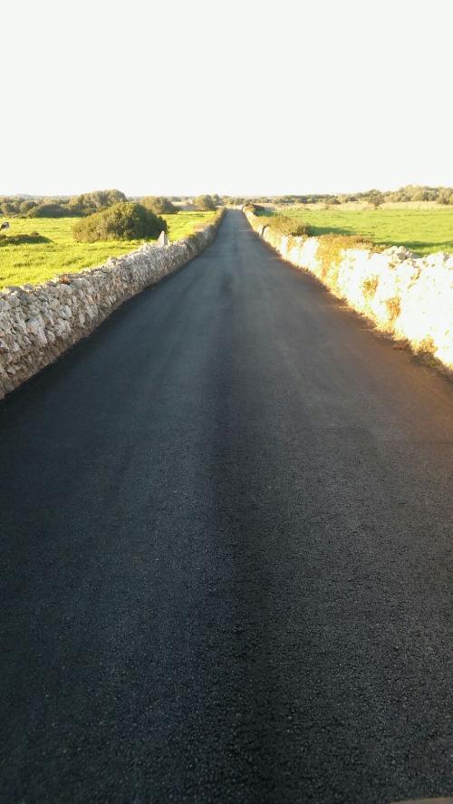 Fotografía que ilustra el tramo asfaltado del camino (Foto: Ajuntament de Ciutadella)