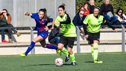 Clara e Irene, en el partido ante el Barça (Foto: @sportingdemahon)