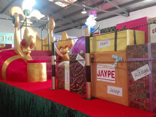 (Fotos) 10 carrozas y 700 kilos de caramelos para recibir a los Reyes en Maó y Sant Lluís