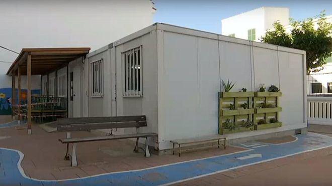 Imagen de un aula modular.