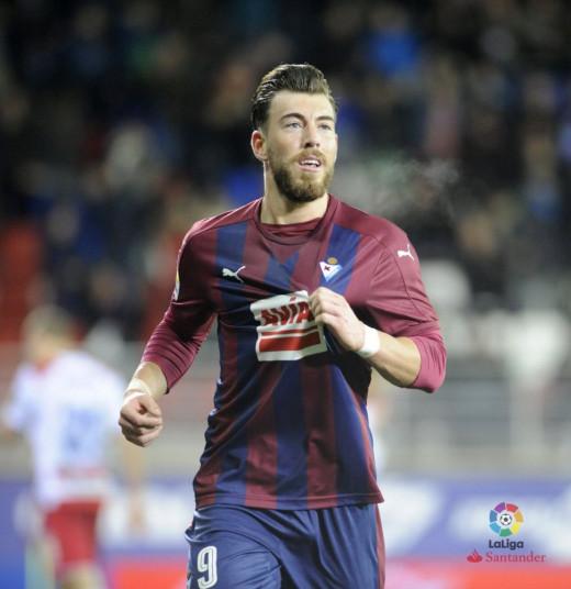Sergi Enrich, celebrando un gol.