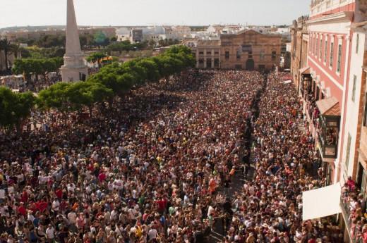 Imagen de la plaça des Born durante las fiestas (Foto: Tolo Mercadal)