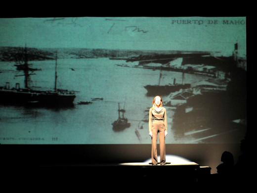 (Fotos) El Cor Illa de Menorca pone voz y música a Albert Camus