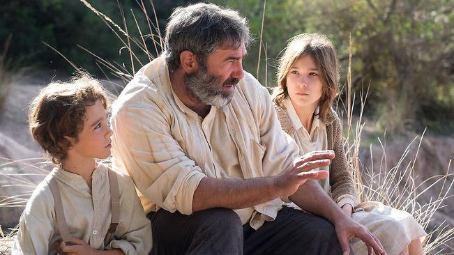 Sergi López (centro), en un momento del film.