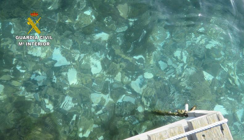 Imagen de los escombros en el agua.