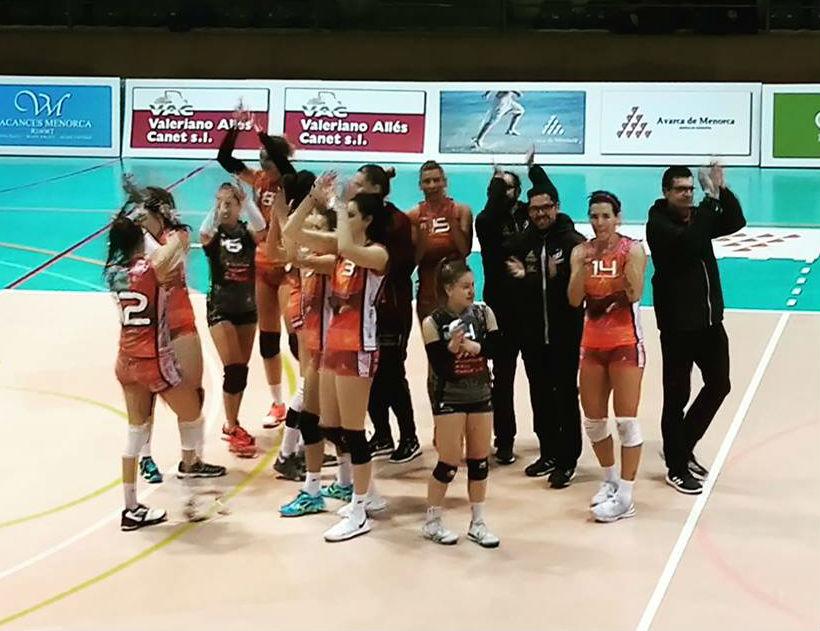 Saludo de las jugadoras al acabar el duelo (Foto: CVC)