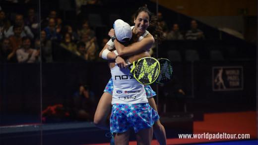 Abrazo tras el triunfo final (Foto: World Padel Tour)