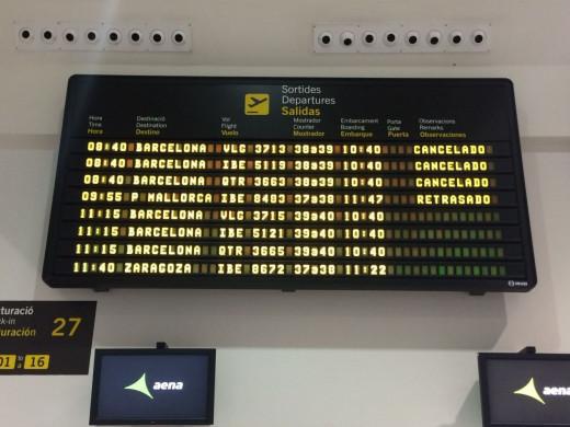 (Fotos) Un avión con destino a Maó regresa a Barcelona a causa del fuerte viento