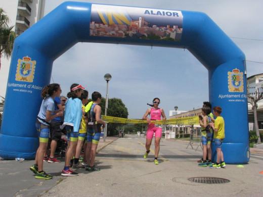 (Galería de fotos) Xavi Villalonga y Maria Arguimbau vuelan en Son Bou