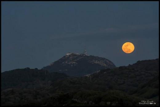 Imagen de la luna en la montaña (Foto: Bep Gomila)