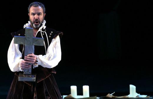 Simón Orfila, durante una representación.