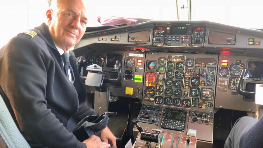 El piloto, en un avión de Air Europa (Foto: Air Europa)