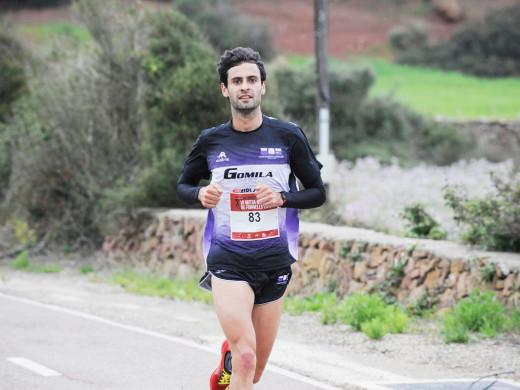 (Galería de fotos) El atletismo puede con el viento y la lluvia en Fornells