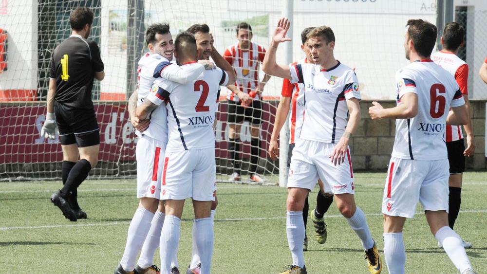 Celebración del primer gol del Poblense (Fotos: Tolo Mercadal)