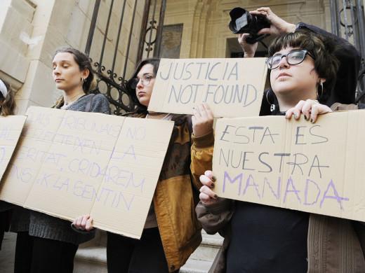 Más de 200 personas se concentran en Maó para rechazar la sentencia de 'La Manada'
