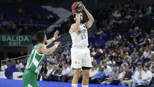 Triple de Llull ante el Betis (Foto: ACB Photo)