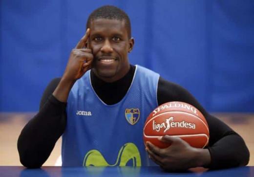 Savanés posa con la camiseta del Estudiantes.