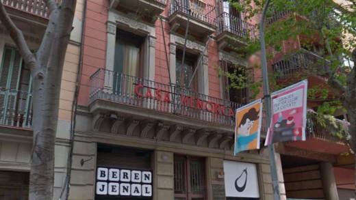 Fachada de la Casa de Menorca en Barcelona.