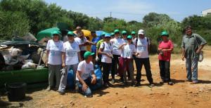 Algunos de los asistentes, tras la recogida de residuos.