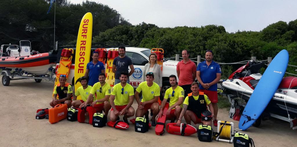 Imagen del servicio de salvamento, junto a la alcaldesa Coia Sugrañes.