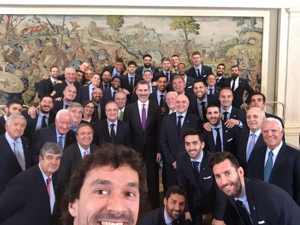 Llull, en su selfie con el rey.