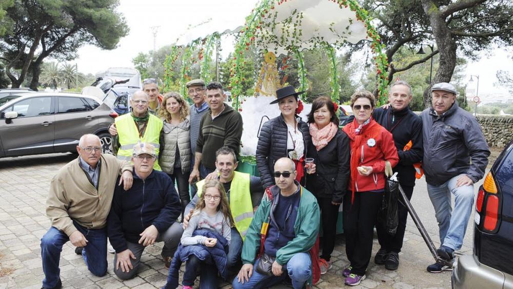 Foto de familia de los integrantes de la comitiva (Fotos: Tolo Mercadal)