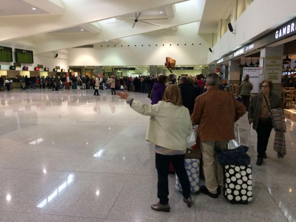 Colas en el Aeropuerto de Menorca (Foto: Tolo Mercadal)