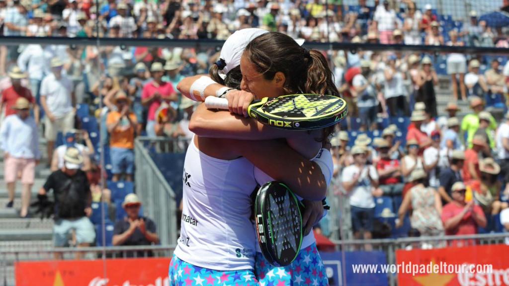 Triay y Sainz se abrazan tras la victoria (Foto: World Padel Tour)