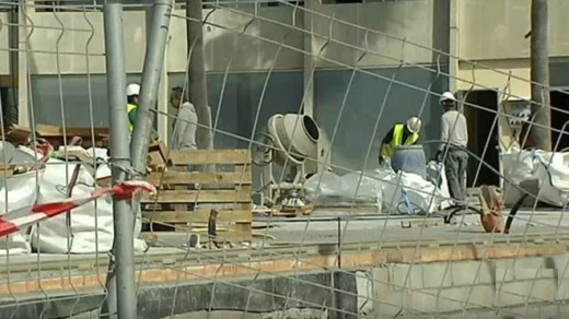 Operarios trabajando en una obra.