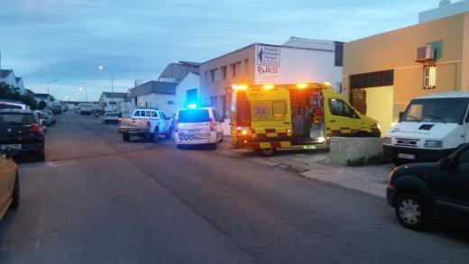 Aunque los servicios de emergencia lo intentaron, no pudieron reanimar a la mujer fallecida. Fotos: Policía Local de Ciutadella