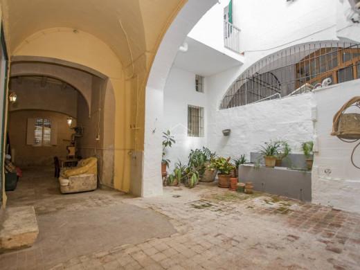 (Vídeo y fotos) El palacio de ensueño que se vende en el centro de Ciutadella