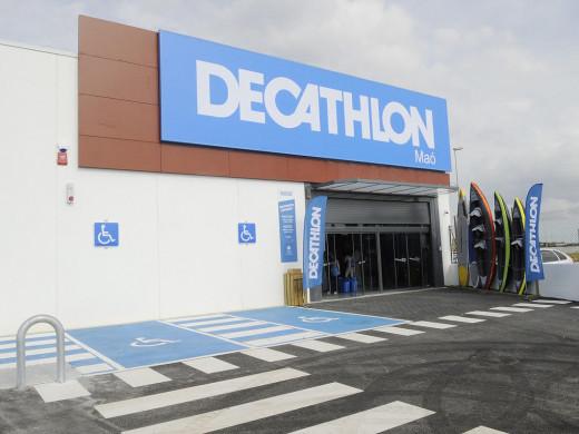 (Galería de fotos) Éxito en la puesta de largo de Decathlon en Maó