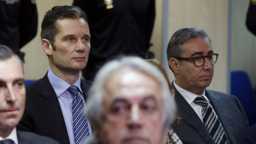 Urdangarin y Torres, sentados en el banquillo durante el juicio.