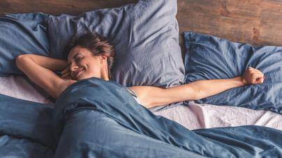 Mujer en la cama.
