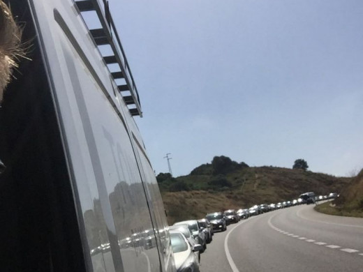 (Fotos) Las obras vuelven a colapsar la carretera general