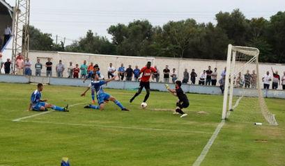 Cris, en el partido ante el Murense (Foto: deportesmenorca.com)
