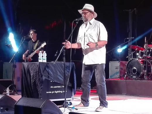 (Fotos) 1.500 personas llenan de solidaridad Los Nogales al son de Tomeu Penya