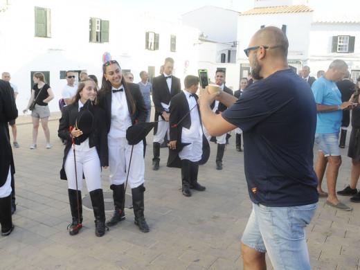 (Fotos y vídeo) La fiesta se traslada a Fornells