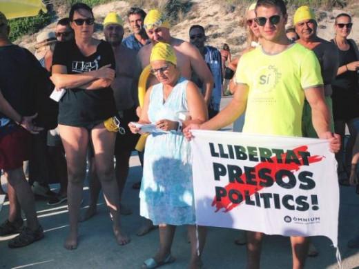 (Fotos) Acto en Sant Tomàs para pedir la libertad de los políticos catalanes encarcelados