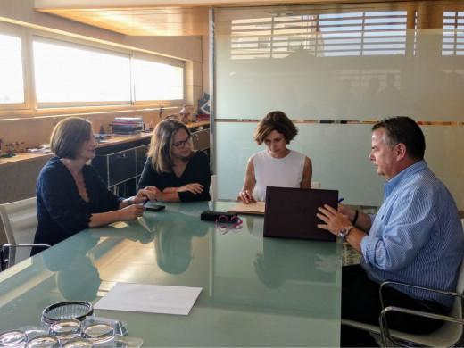 Foto de la firma del protocolo entre Turespaña, la Fundación Fomento del Turismo de Menorca i Ashome