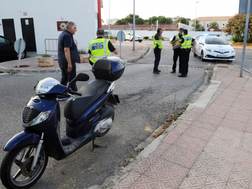 (Fotos) Un motorista herido tras un accidente en Maó