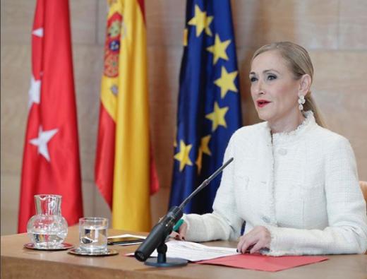 Pausa para la expresidenta de la Comunidad de Madrid.