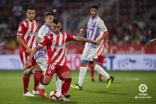 Chris, a la derecha, con la zamarra del Valladolid ante el Girona.