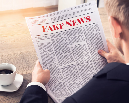 STOP  A  LES  FAKE  NEWS
